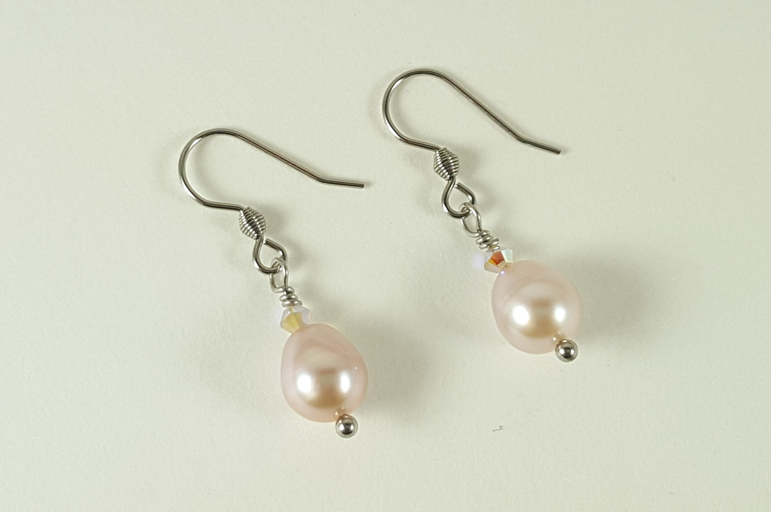 white zoom to akoya rollover single yg earrings pearl stud
